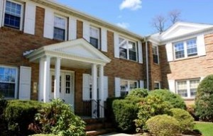 Ridgewood NJ Condo Spotlight on Heritage Arms